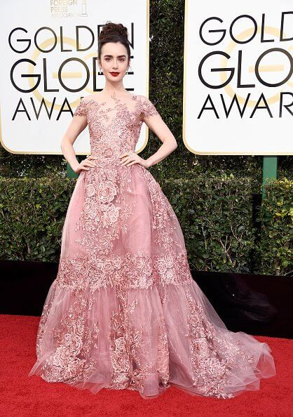 looks do globo de ouro 2017 - lily collins