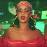 "Rihanna e os looks icônicos do clipe de ""Wild Thoughts"""